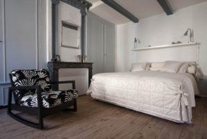 Helena - Lit king-size - Chambre d'hôtes Aaisa au coeur de Besse en Auvergne