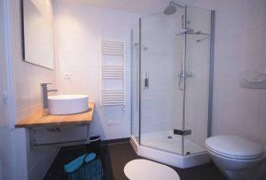Douche et salle de bain Chambre d'hôtes Aaisa au coeur de Besse en Auvergne