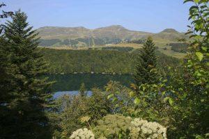 Le lac Pavin et le Puy de Sancy en Auvergne - Aaisa chambres d'hôtes à Besse