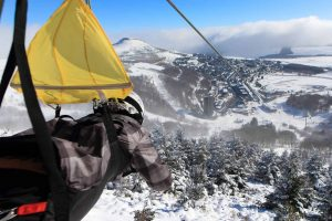 tyrolienne super besse en hiver dans le Sancy