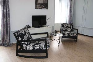 Coin salon et télévision chambre d'hôte Aaisa en Auvergne