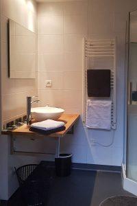 Salle de bain avec douche chambres d'hôtes Aaisa