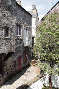 Vue sur les ruelles de Besse, village médiéval en Auvergne
