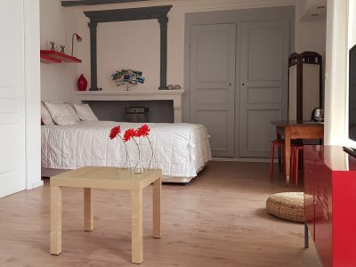 Chambre Suzanna, vue sur le lit king size