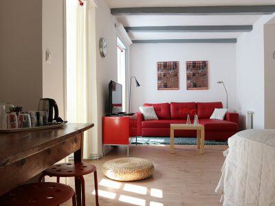 Chambre Suzanna, coin salon et espace nuit - Aaisa chambres d