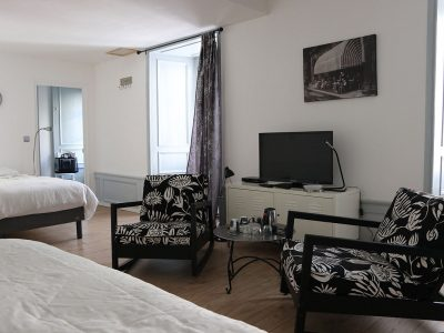 Helena room with television and 2 beds