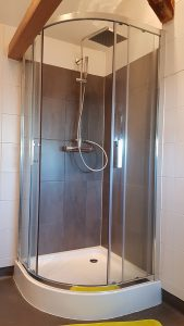 Shower of a rental appartement in Besse, in Auvergne